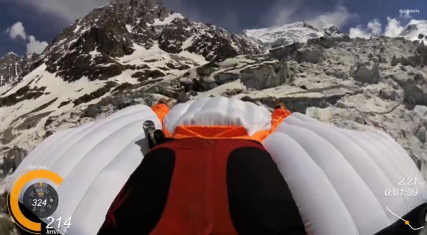wingsuit haute savoie saut d'une falaise