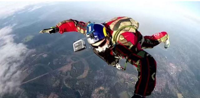 Luke Ainkins saute sans parachute