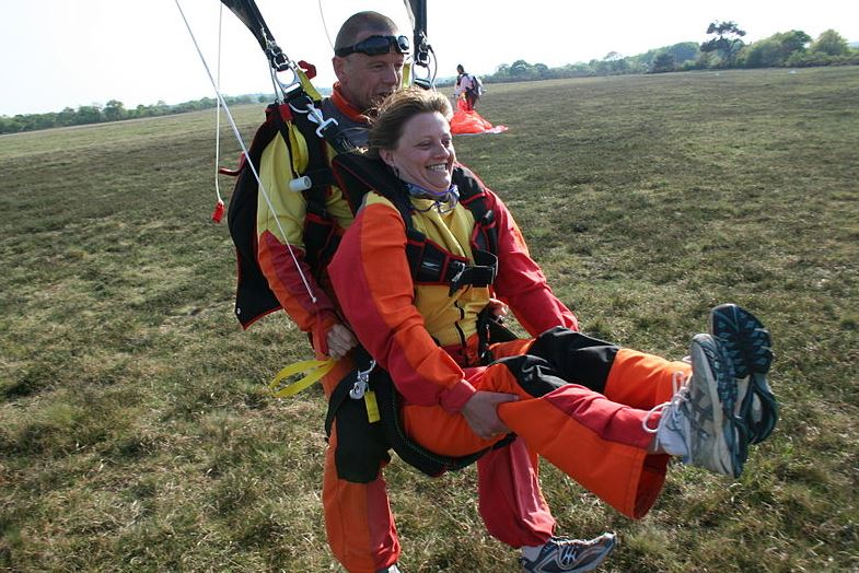 atterrisage d'un parachute tandem