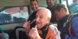 premier saut en parachute à 94 ans