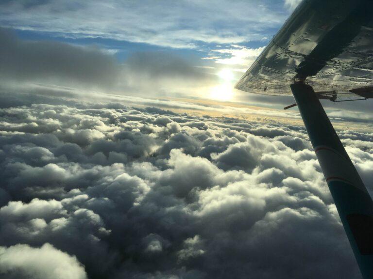 Temps nuageux au dessus de Paris - Saut en parachute à Skydive Brienne Aube Parachustisme