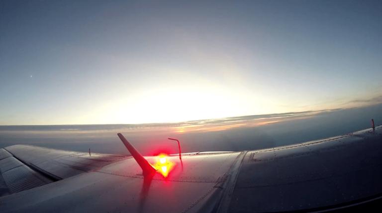 Couché du soleil au dessus du Pilatus lors du dernier largage des parachutistes