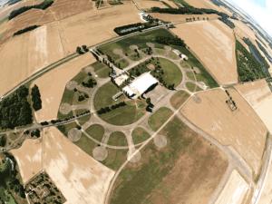 Vue aérienne marguerite, un saut en parachute au centre de Brienne Aube Parachutisme