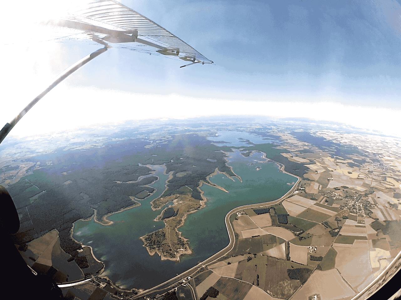 Sous l'aile du Pilatus - Lacs de la forêt d'Orient - Saut en parachute