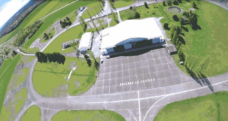 Vue aérienne après un saut en parachute au centre de Brienne Aube Parachutisme