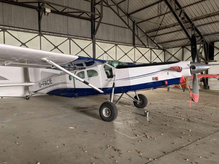 Le pilatus de Brienne Aube Parachutisme est au hangar à Paris pour l'hiver