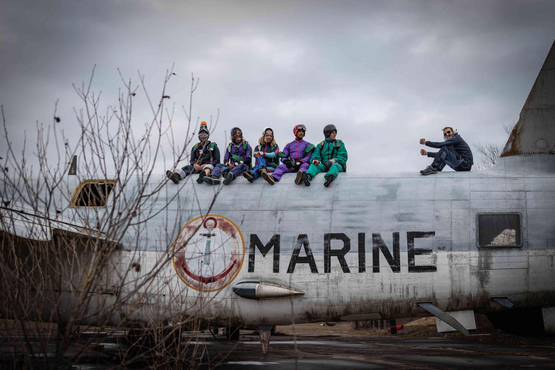 Alix pilote un avion avec le staff skydive Brienne - Centre de parachutisme proche de Paris