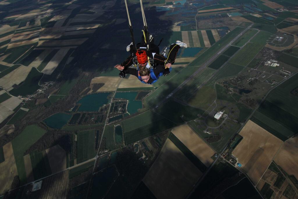 ouverture parachute tandem skydive Brienne Aube Parachutisme centre de parachutisme proche de Paris