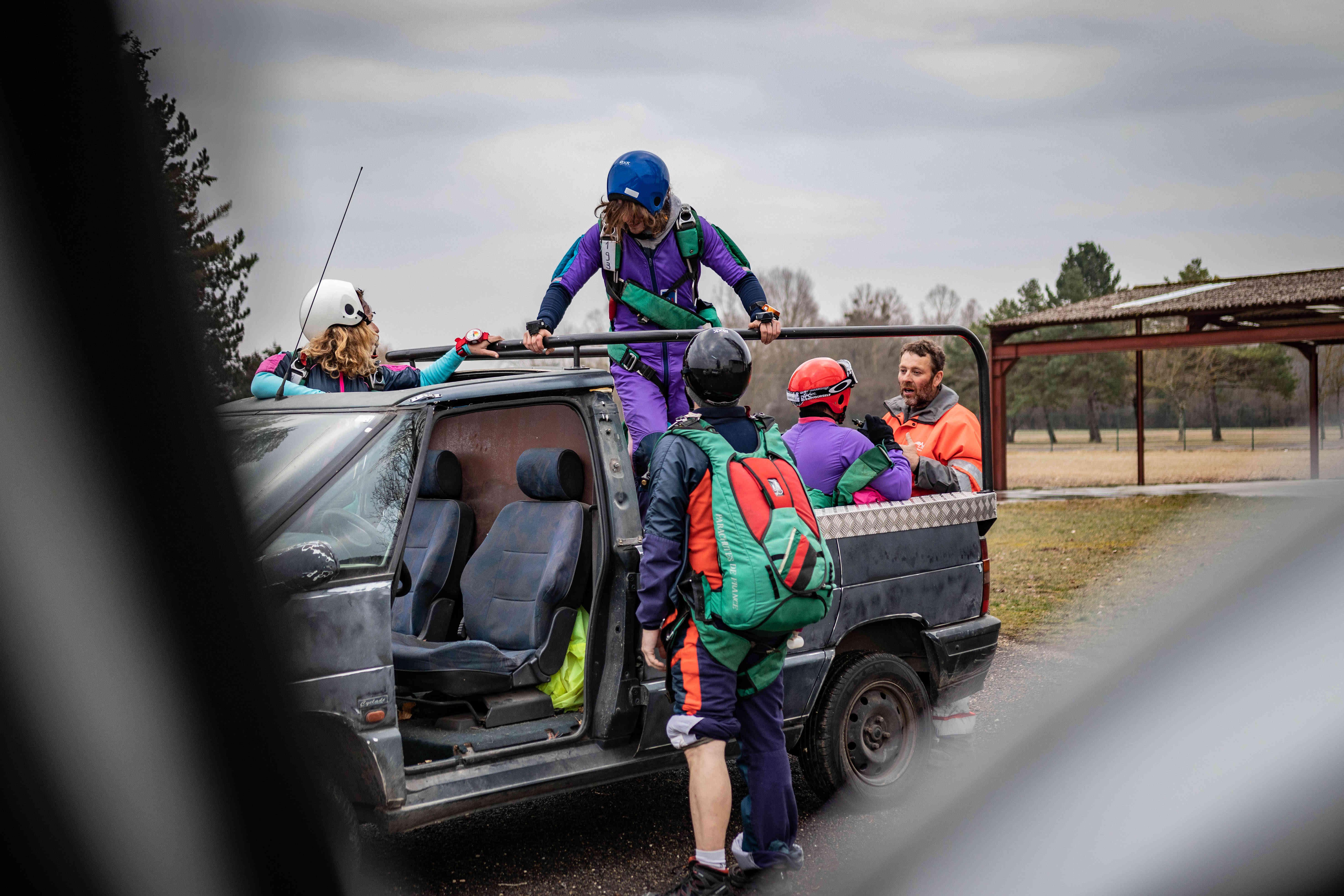 Renault de l'espace pour vous amener à l'embarquement pour réaliser votre saut en parachute à côté de Paris