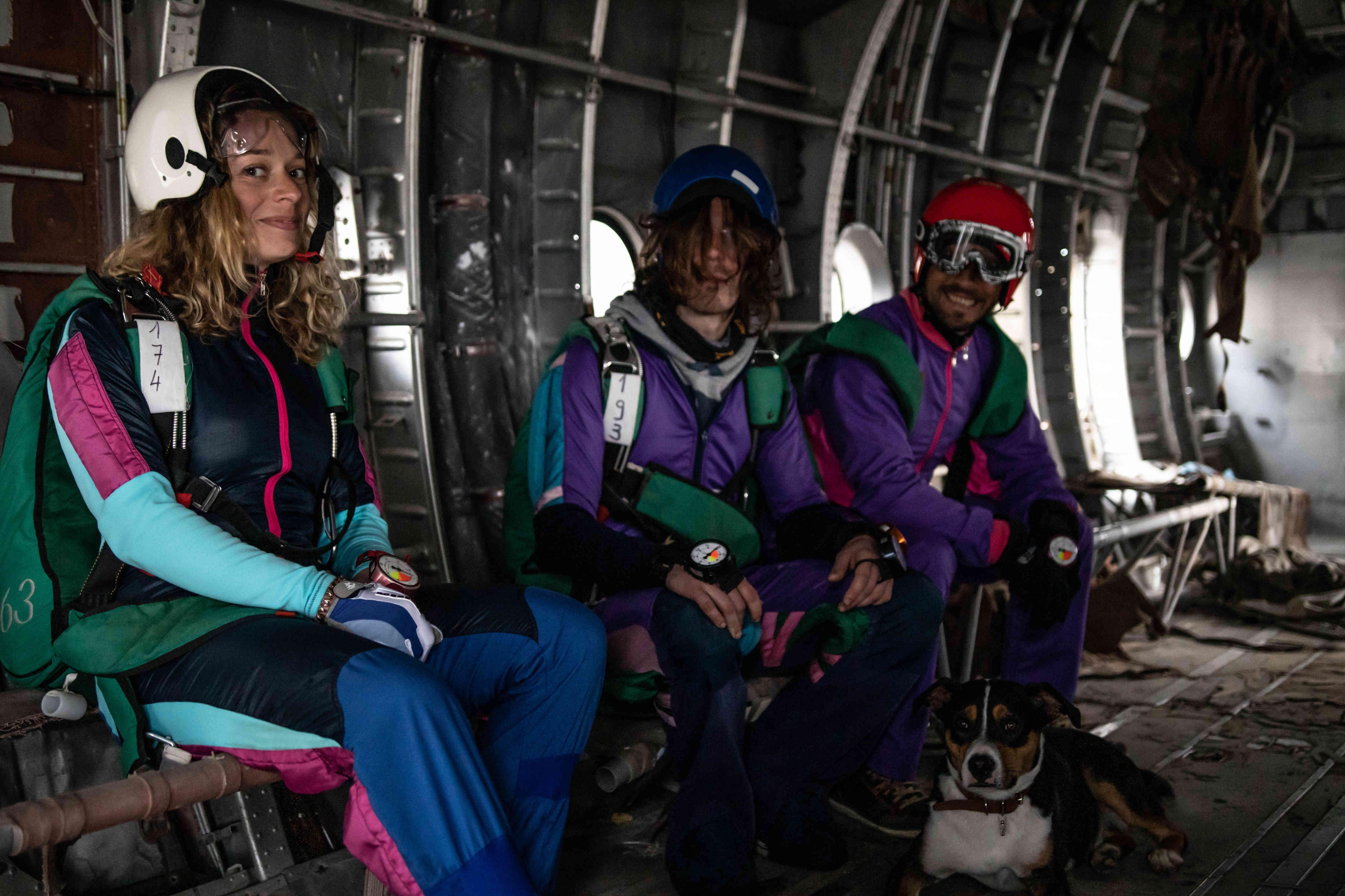 La moitié de l'équipe du Centre de parachutisme de Brienne Aube Parachutisme, centre de saut en parachute proche de Paris