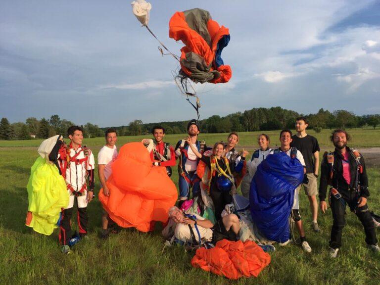 fin de stage sous voile pratiquant parachutistes Brienne Aube Parachutisme centre de saut en parachute proche de Paris
