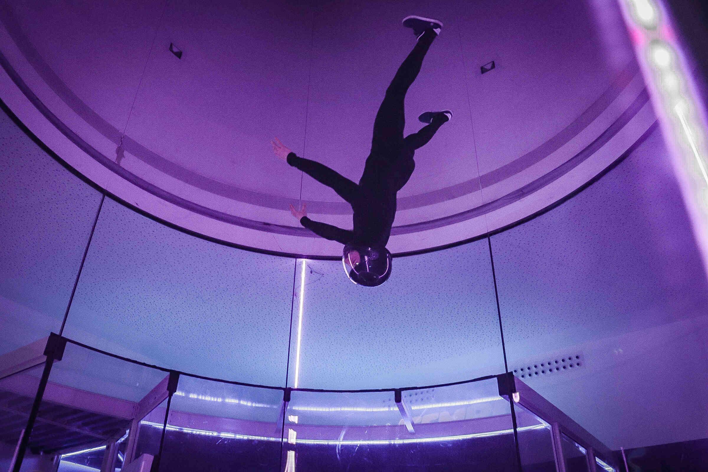 tete en bas en soufflerie chute libre en indoor - Brienne Aube Parachutisme centre de saut en parachute proche de Paris