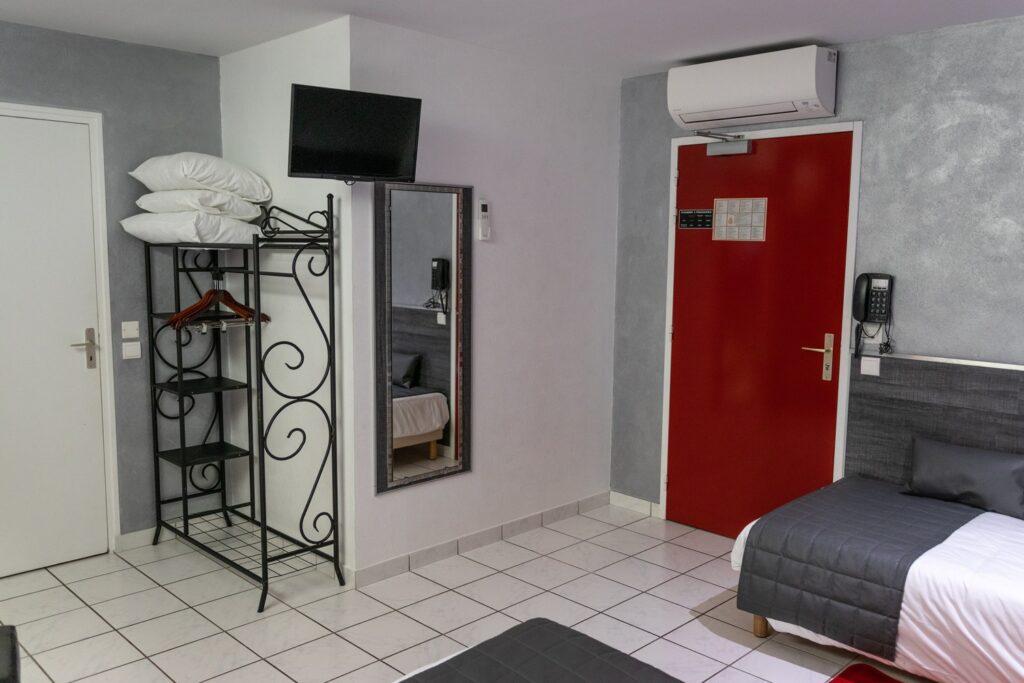 Chambre triple Hôtel Air Lane Aube Parachutisme Troyes Paris